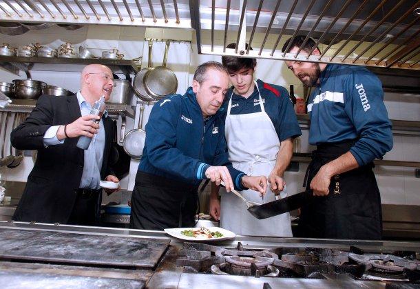 Germán, junto con Txus y Edgar Vicedo, en el restaurante Los Galayos