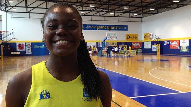 Iris Junio, jugadora debutante en Liga Femenina con 14 años