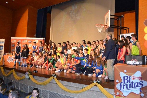 Todos los colegios participantes, representados por sus deportistas