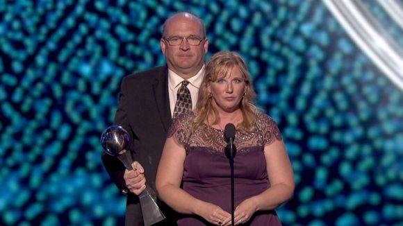 Los padres de Lauren Hill recogiendo el premio. Foto: abcnews.go.com